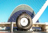 Una vista cercana al mercado de neumáticos mineros
