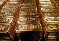 Oro cae 1% ante avance del dólar pero cerraría el trimestre con ganancias